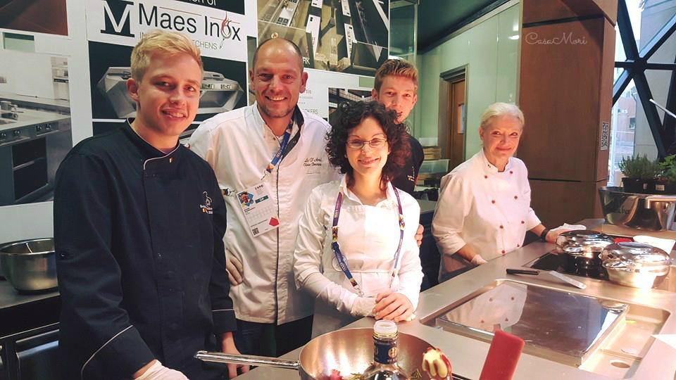 Brent, Olivier, io, Senne e Dominique durante uno show cooking