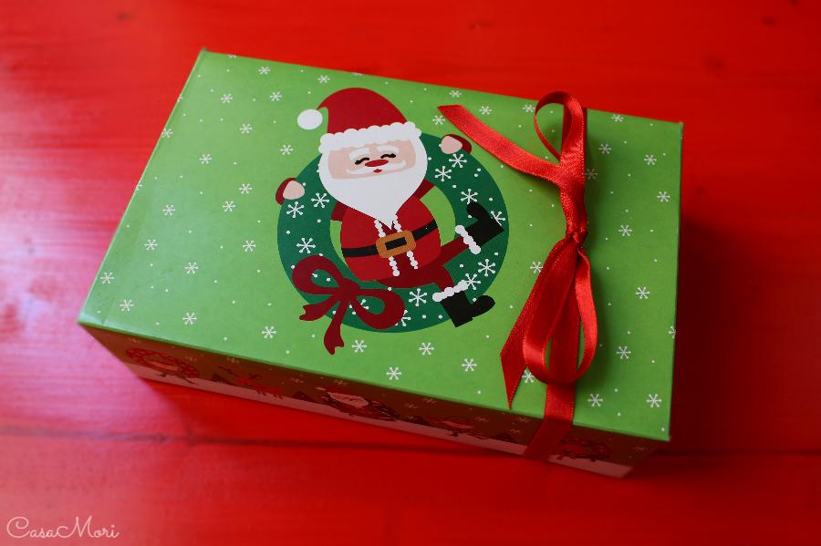 Scatola natalizia per i cupcakes di Natale con cannella, limone e Marsala