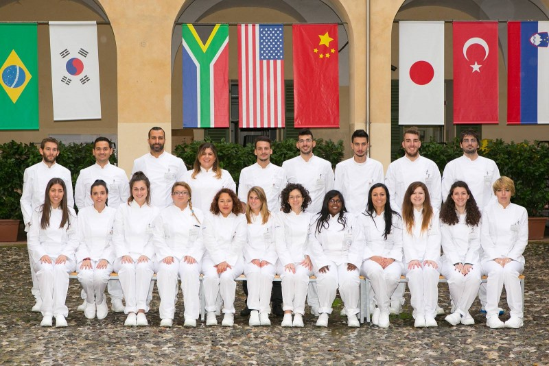Foto di gruppo della 27^ edizione del Corsto di Tecniche di Base di Pasticceria