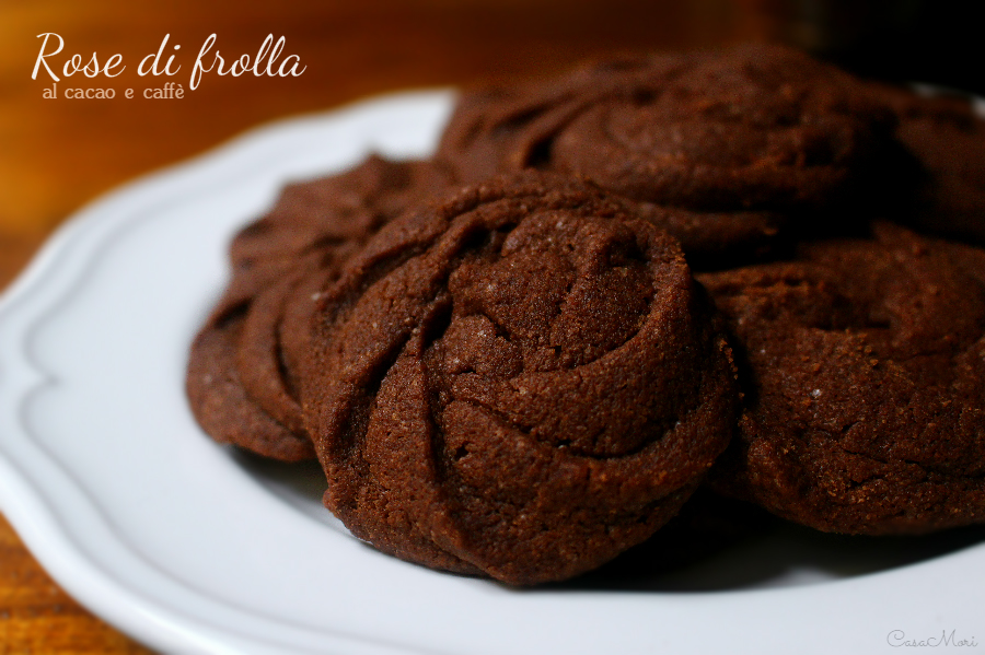 Rose di frolla al cacao e caffè
