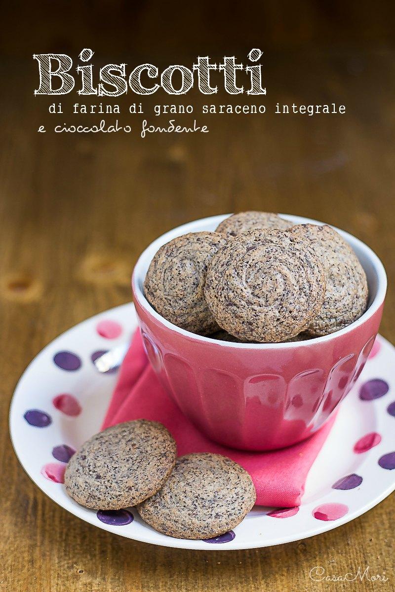 Biscotti di farina di grano saraceno integrale e cioccolato fondente