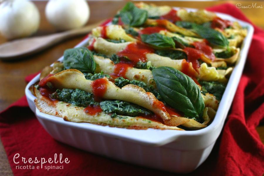 Crespelle ripiene di ricotta e spinaci con pomodoro