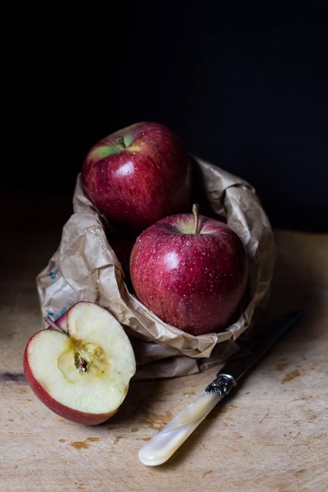 Mele con mela tagliata