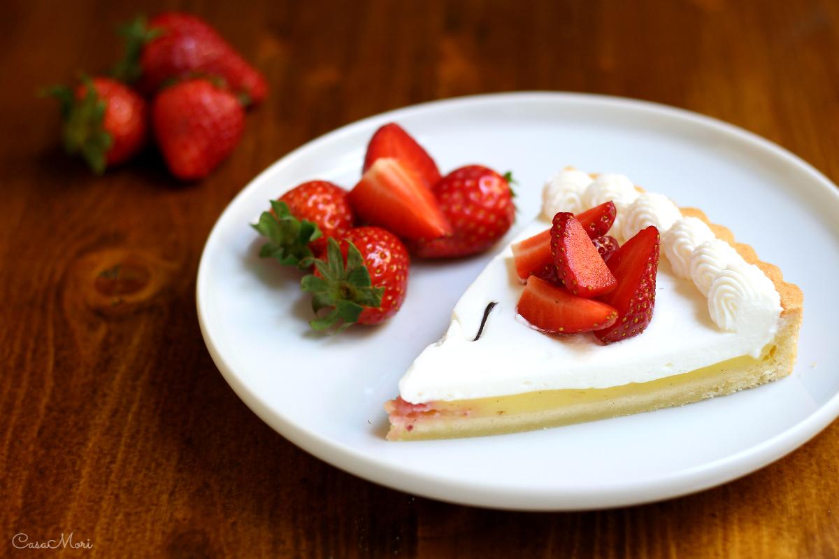 Crostata di crema, fragole e panna per la Festa della Mamma