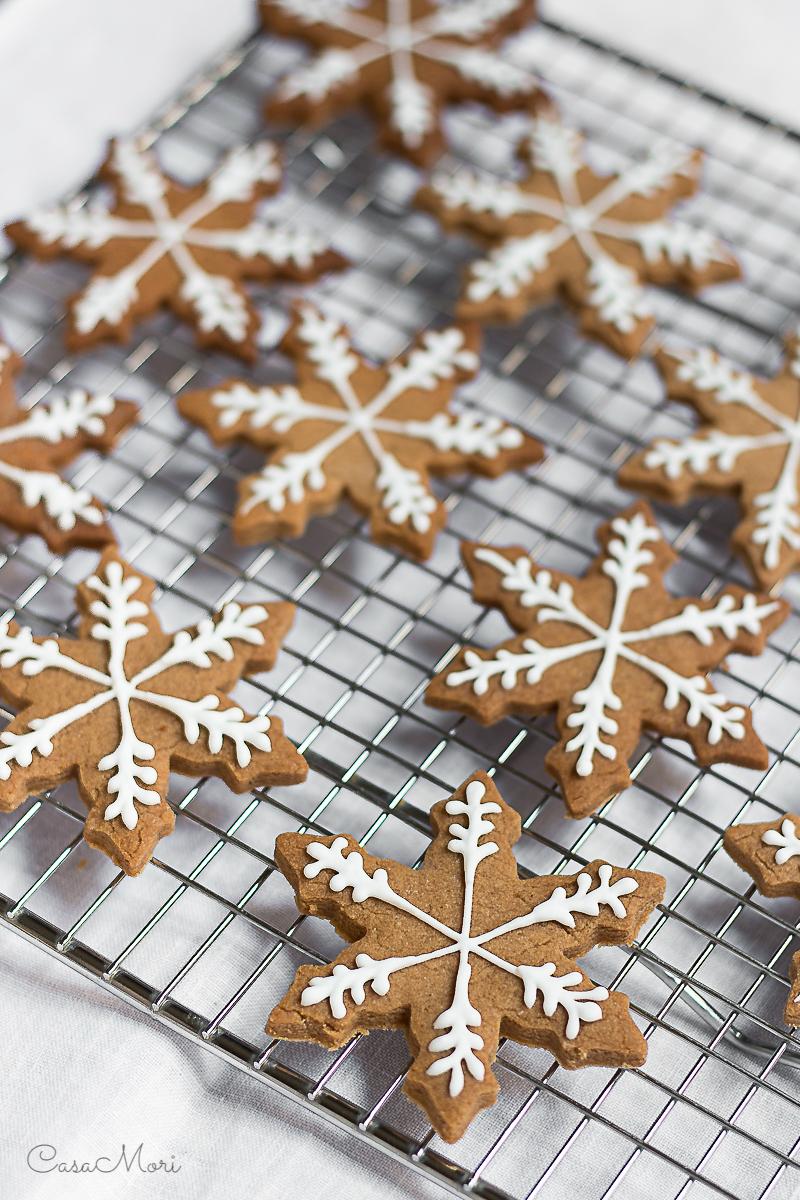 Decorated Christmas snowflake cinnamonbread cookies