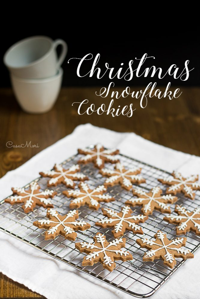 Decorated Chistmas snowflake cinnamonbread cookies