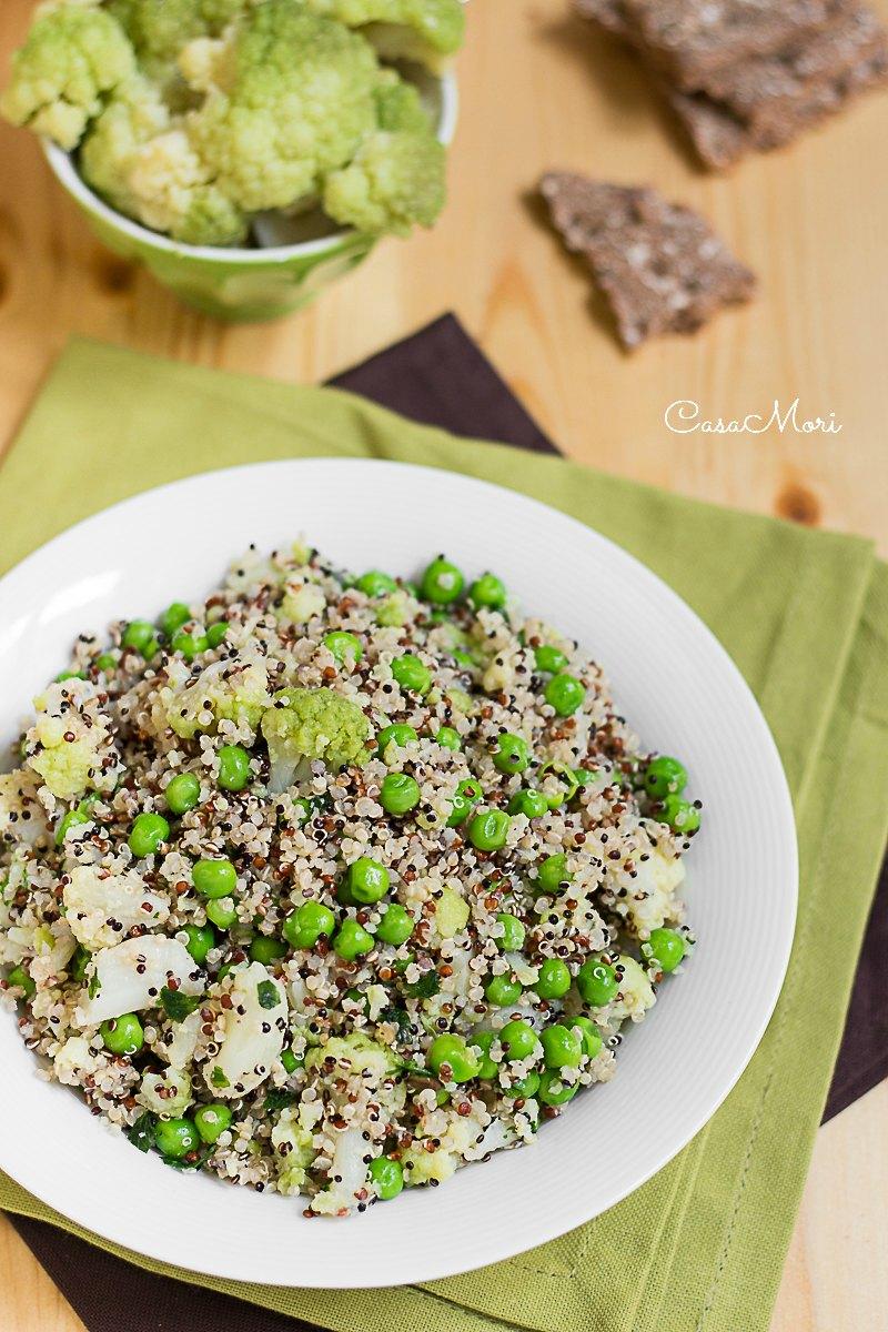 Quinoa tricolore con cavolfiore verde e pisellini fini
