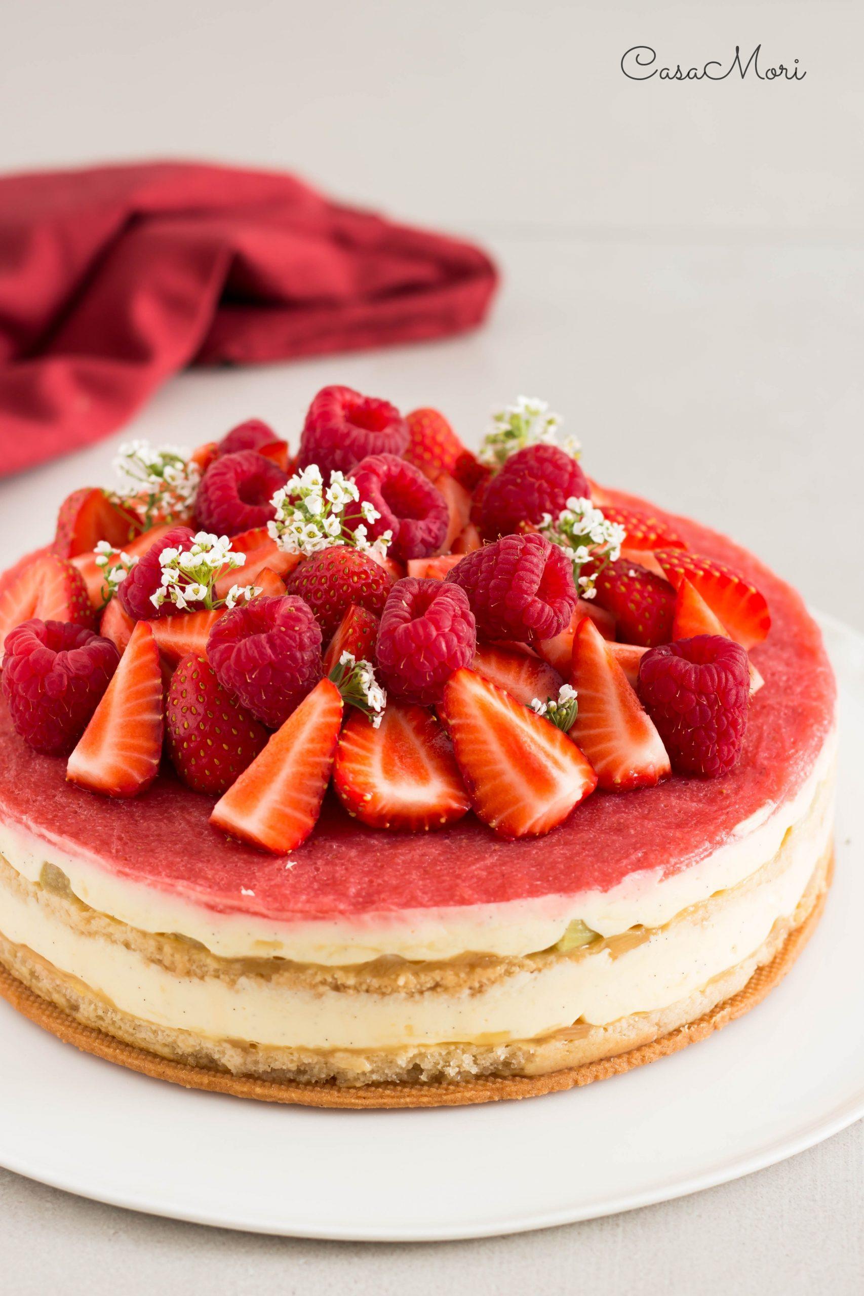 Torta aTorta al rabarbaro e fragolel rabarbaro e fragole