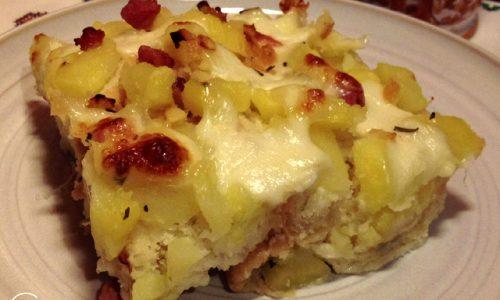 Tortino di pane raffermo con patate, mozzarella e pancetta affumicata