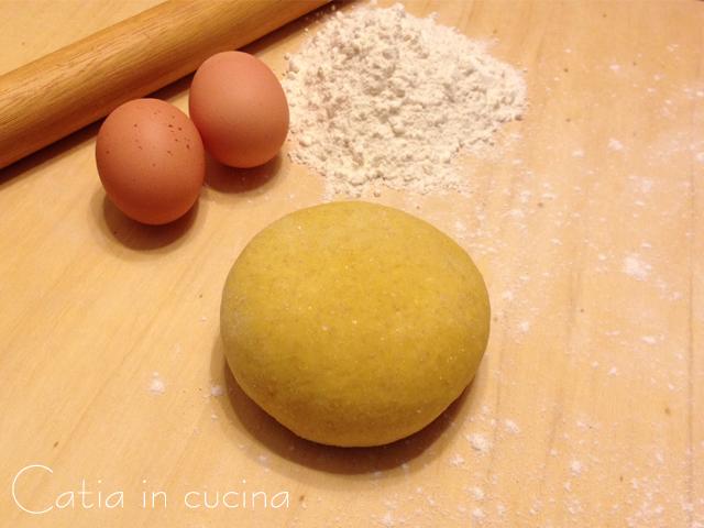 Pasta fatta in casa ricetta base pasta all 39 uovo catia in cucina - Pasta fatta in casa ...