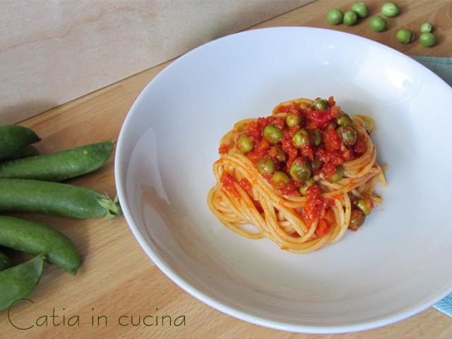 spaghetti al sugo di piselli