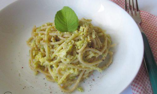 Carbonara vegetariana con gambi di asparagi