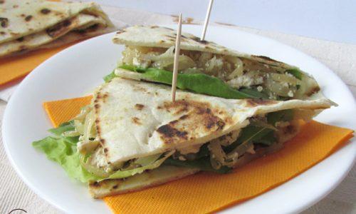 Piadina con tofu e cipolla