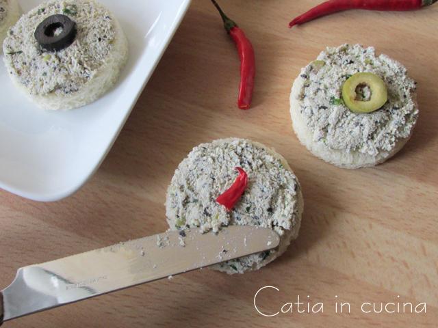 tartine al pate di tofu e olive