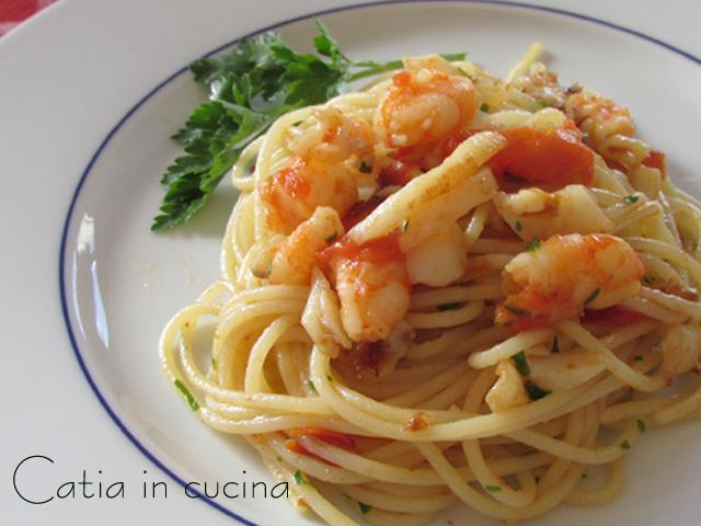 spaghetti gamberetti calamari e pomodorini1