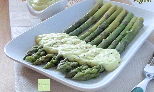Asparagi con la maionese (vegana)