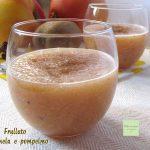 Frullato fresco di kiwi mela e pompelmo rosa