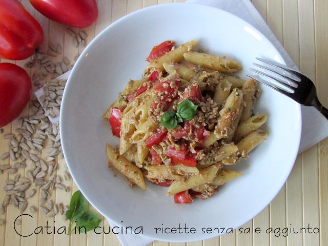 Ben noto Pasta al pesto rosso con semi di girasole   Catia in cucina GJ17
