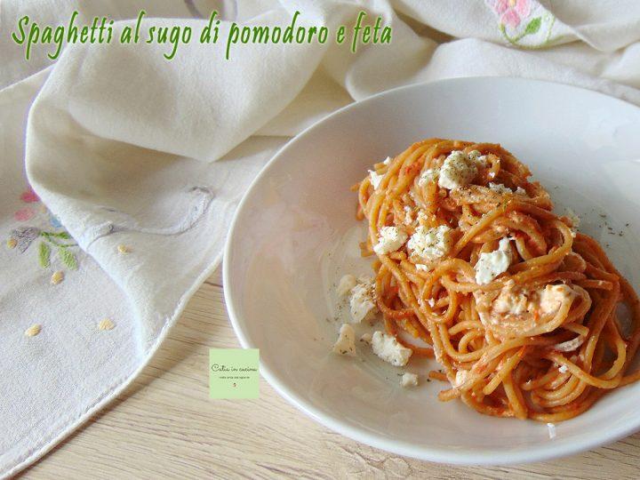 spaghetti al sugo di pomodoro e feta