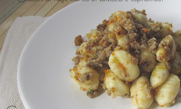 Gnocchi al ragu' bianco salsiccia e topinambur