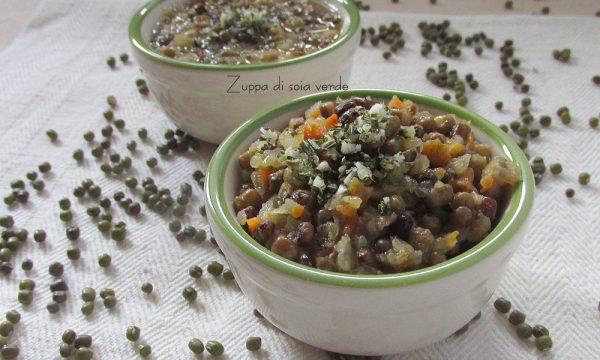 Zuppa di soia verde con aglio e rosmarino