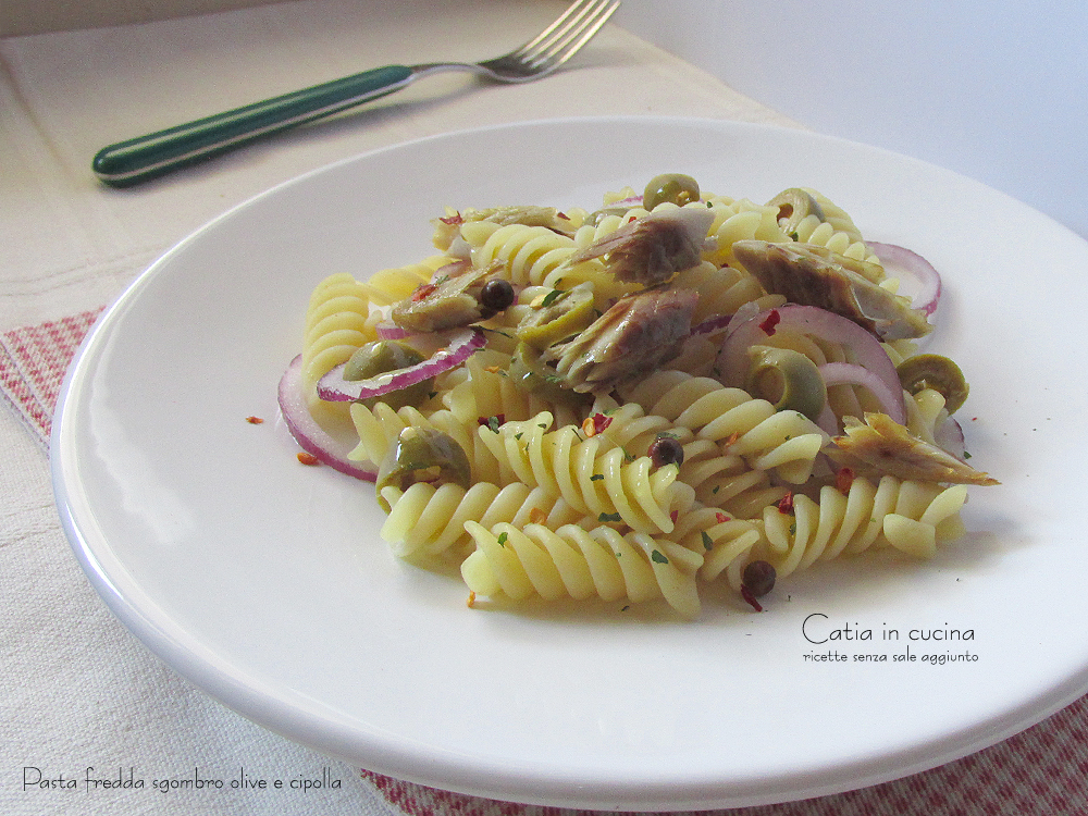 Pasta fredda sgombro olive e cipolla