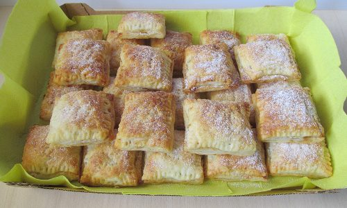 Ravioli di pasta sfoglia con mele, cocco e…