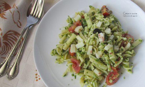 Pasta al pesto light di rucola, con pomodori, olive e…