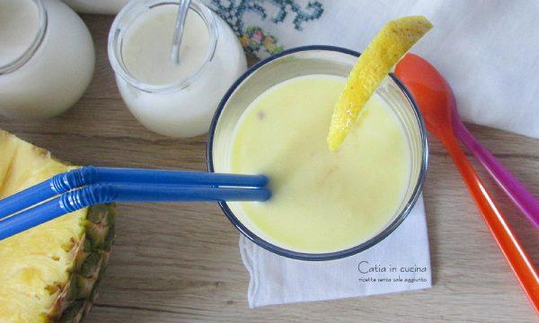 Smoothie ananas e limone, fresco e dissetante
