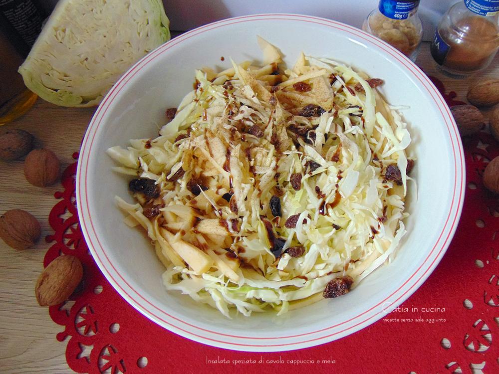 insalata speziata di cavolo cappuccio e mela