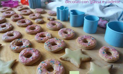 Biscotti decorati con glassa e codette ricetta di Flavia