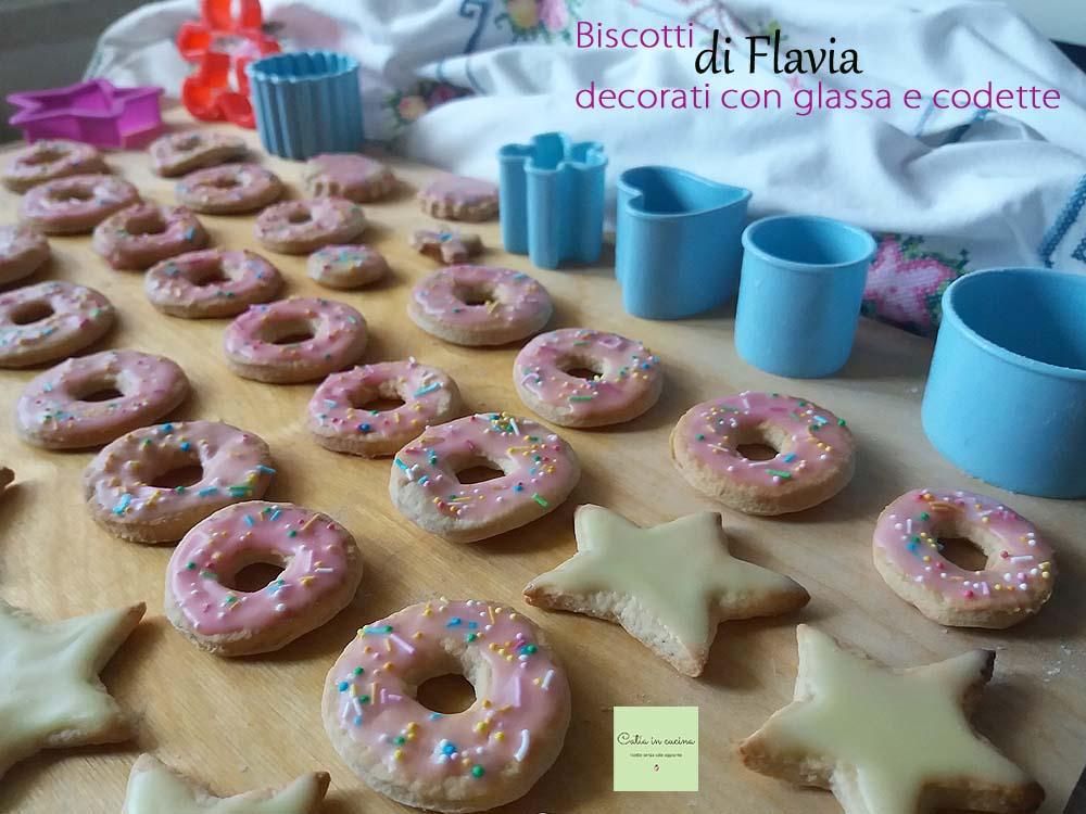 biscotti decorati con glassa e codette