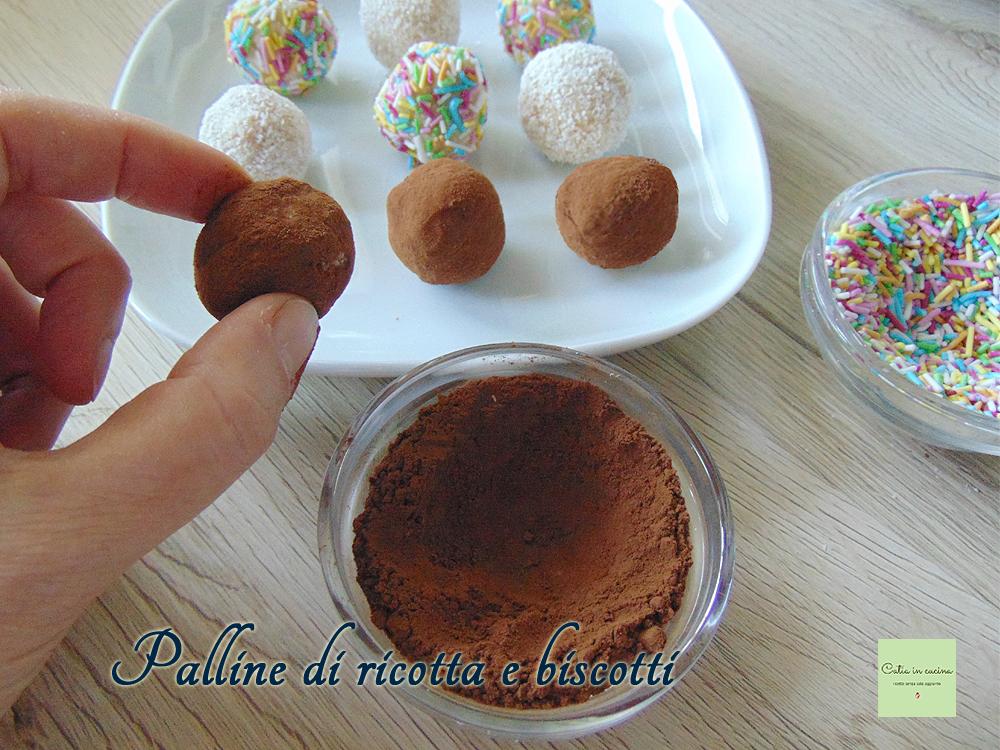 palline di ricotta e biscotti nel cacao
