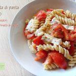 Insalata di pasta con pomodori e stracchinato di capra