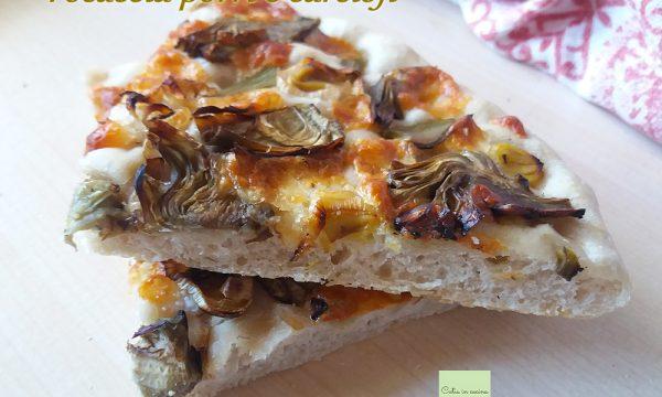 Focaccia ai carciofi con porri e formaggio