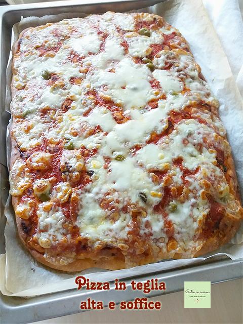 pizza in teglia alta e soffice con impasto semplice