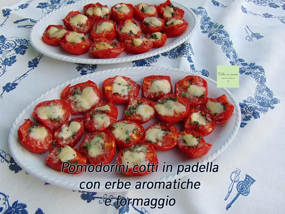 pomodorini cotti in padella con erbe aromatiche e formaggio