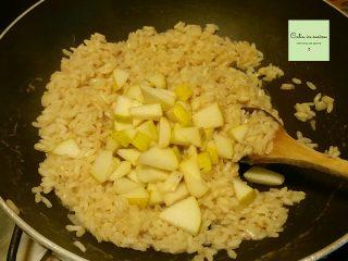 aggiunta delle pere nel riso