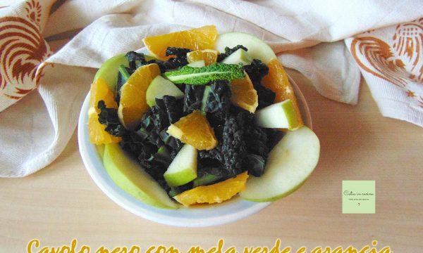 Insalata di cavolo nero con mela e arancia