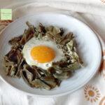 uova con contorno di carciofi anteprima