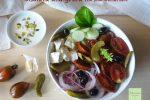 Insalata alla greca con pomodorini neri