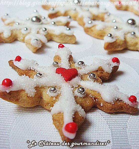 Biscotti segnaposto alla cannella per la tavola di Natale