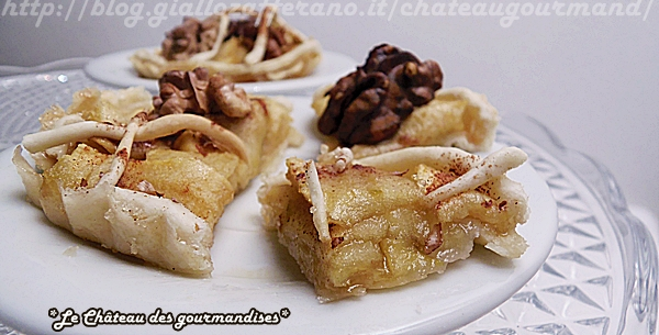 Crostatine di mele, noci e cannella con caramello