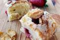 Torta morbida di ricotta, fragole e corn flakes