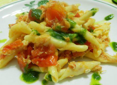 Strozzapreti con polpa di granchio, pomodori pachino ed emulsione di rucola