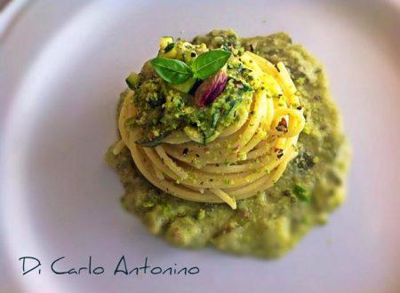Ricetta regalata dall'Amico Antonino Di Carlo: Spaghetti con Zucchine e pesto di basilico e pistacchio di Raffadali