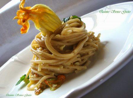 Ricetta concessa dall'Amica Ida Ladiana dal suo blog Quinto Senso Gusto: Spaghetti integrali ai fiori di zucca profumati alla menta