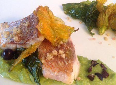 Ricetta regalata dall'Amica Morena Maci: scorfano su crema di piselli e foglie di renette e fiore di zucca