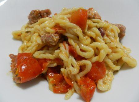 """Lorighittas di Morgongiori con pomodori datterini """"Franzese"""" e salsiccia fresca"""