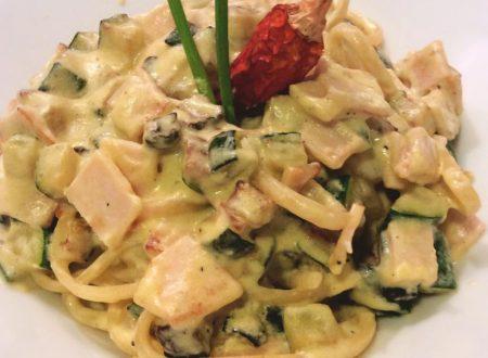 """Linguine con zucchine e pollo alla """"carbonara"""""""